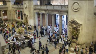 Des visiteurs à l'entrée du Metropolitan Museum of Art, à New York (Etats-Unis), le 21 août 2018. (ANTOINE BOUREAU / PHOTONONSTOP / AFP)