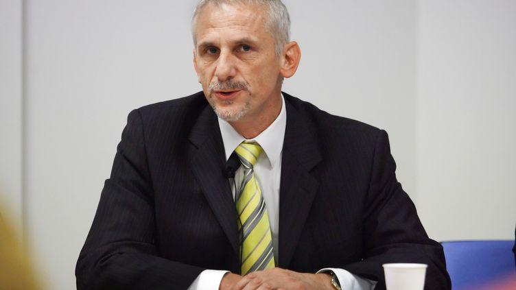 Le président de l'UFC-Que Choisir, Alain Bazot, répond aux questions des journalistes, lors d'une conférence de presse le 13 octobre 2006 à Paris. (FRED DUFOUR / AFP)