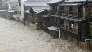 Le fleuve Isuzu gonflé par les fortes pluies causées par le typhon Hagibis à Ise, au centre du Japon, le 12 octobre 2019. (KYODO KYODO / REUTERS)