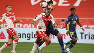 Sidibé (Monaco) et Paqueta (Lyon) à la lutte (VALERY HACHE / AFP)