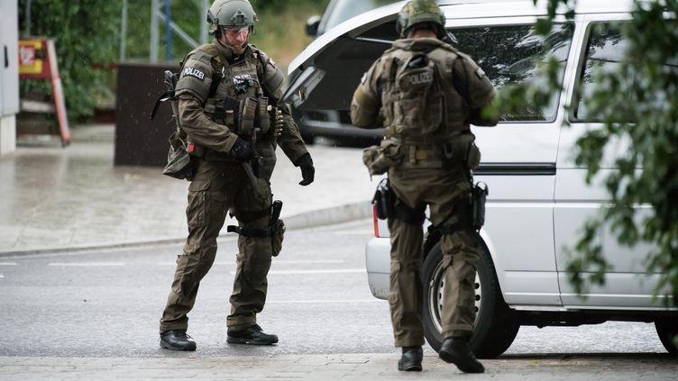La police sécurise les abords d'un centre commercial à Munich, le 22 juillet 2016. (AFP)