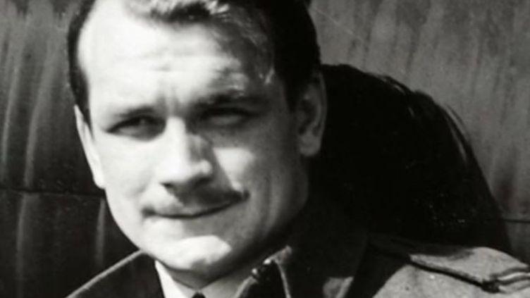 L'avion d'un ancien pilote irlandais de la Royal Air Force a été déterré en mars dernier au Royaume-Uni. John Hemingway a combattu les Allemands en 1940, mais a toujours refusé d'être considéré comme un héros.  (CAPTURE ECRAN FRANCE 2)