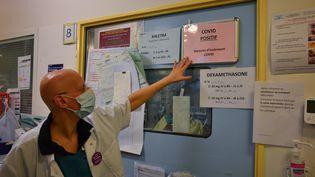 La professeure Lila Bouadma, réanimatrice à l'hôpital Bichat, à Paris. (ANNE CHAON / AFP)