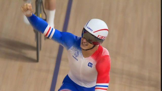 La médaille de bronze pour la vitesse par équipes française !Les jeunes tricolores Florian Grengbo, Sébastien Vigier et Rayan Helal dominent l'Australie.