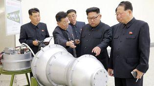 Le leader de la Corée du Nord,Kim Jong-Un, photographié par l'agence du régime. (STR / KCNA VIA KNS)