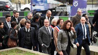 François Hollande accompagné de la députée Elisabeth Guigouet de la ministre du Travail Myriam El Khomri à Aubervilliers (Seine-Saint-Denis), le 14 février 2017 (STEPHANE DE SAKUTIN / AFP)