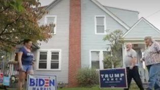 Au numéro 62 de la rue Chelton, on trouve une maison mitoyenne. Il y a d'un côté Matt et Judy, les démocrates, et de l'autre Katie, la républicaine. (France 2)