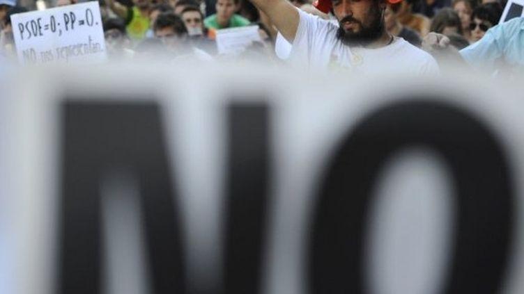 Des indignés manifestent à Madrid contre l'inscription de la règle d'or budgétaire dans la Constitution (30 août 2011) (AFP / Pierre-Philippe Marcou)
