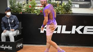 Rafael Nadal a remporté le premier set face à Novak Djokovic lors du Masters 1000 de Rome. (FILIPPO MONTEFORTE / AFP)
