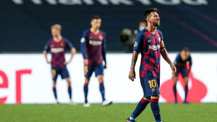 La détresse des joueurs du FC Barcelone, surclassés par le Bayern Munich en quart de finale de la Ligue des champions (TIAGO PETINGA / LUSA)