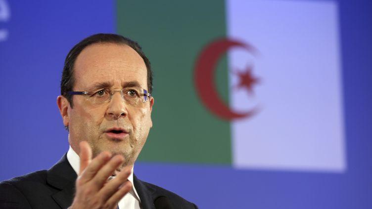 François Hollande devant la presse à Alger (Algérie), le 19 décembre 2012. (PHILIPPE WOJAZER / AFP)