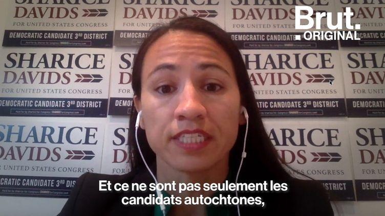 VIDEO. Ancienne combattante de MMA, avocate et lesbienne, Sharice Davids est la première Amérindienne élue au Congrès américain (BRUT)