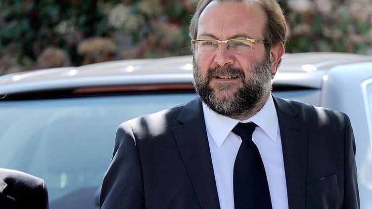 Gérard Dalongeville, ancien maire PS de Hénin-Beaumont, au tribunal de Béthune (Pas-de-Calais), le 27 mai 2013, pour l'ouverture de son procès pour détournement de fonds publics. (DENIS CHARLET / AFP)