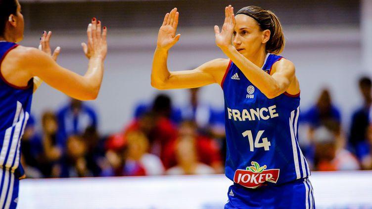 Paoline Salagnac a inscrit 17 points face à la Roumanie. (SEBASTIAN TATARU / AFP)