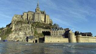 Premières grandes marées de l'année au Mont-Saint-Michel (manche), photo du 24 janvier 2015 (MAXPPP)
