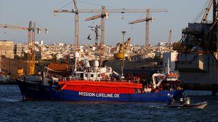 """Le bateau humanitaire """"Lifeline"""" au port de La Valette (Malte), le 27 juin 2018. (DARRIN ZAMMIT LUPI / REUTERS)"""