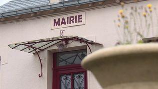 À l'approche des municipales, France 3 a rencontré une famille de Mayenne où le métier de maire se transmet de père en fils. (France 3)