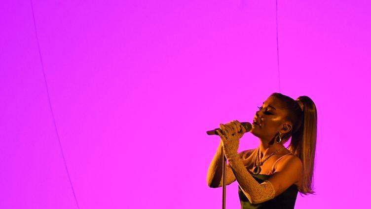 La chanteuse Ariana Grande lors de la 62e cérémonie des Grammy Awards, en janvier 2020. (ROBYN BECK / AFP)