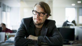 """Lorànt Deutsch, le 4 novembre 2014 à Boulogne-Billancourt (Hauts-de-Seine), à l'occasion de la sortie de son livre """"Hexagone"""". (MAXPPP)"""