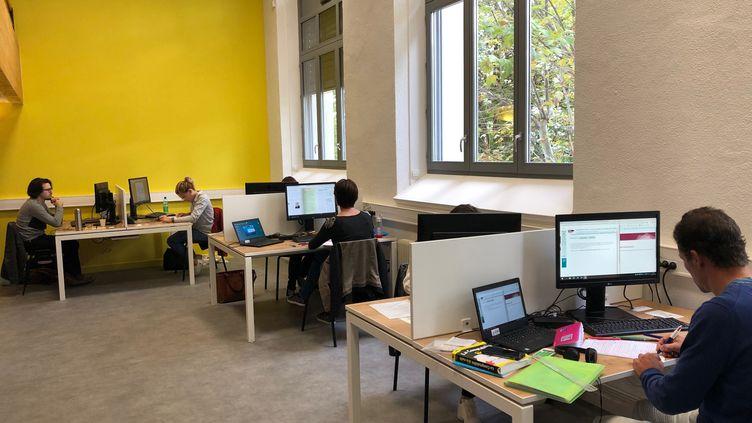 """La première """"promo"""" du """"campus connecté"""" de Privas dans l'Ardèche compte sept étudiants, le 10 octobre 2019. (ALEXIS MOREL / FRANCE-INFO)"""
