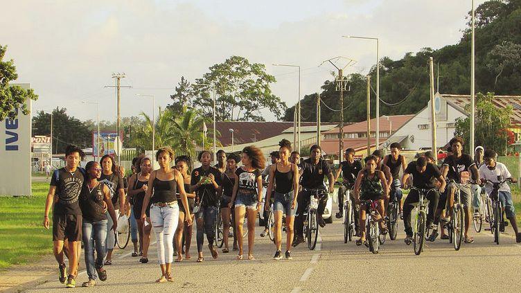 Des lycéens manifestent pour leur avenir à Kourou, en Guyane, le 25 mars 2017 (LAURENT MARIMOUTOU / MAXPPP)
