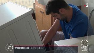 Un lave-linge et son propriétaire. (France 2)