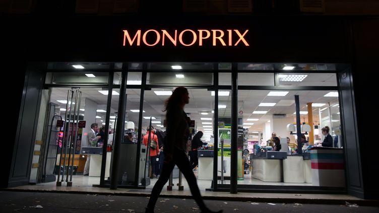 Un magasin Monoprix, le 5 octobre 2013 à Paris. (KENZO TRIBOUILLARD / AFP)