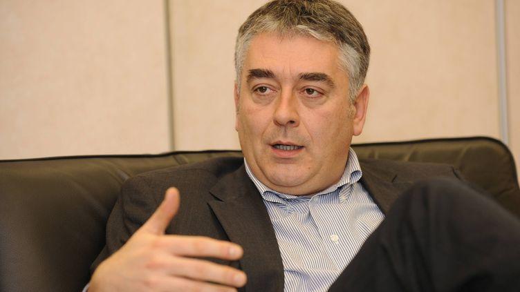 Gilles Bourdouleix, député-maire UDI de Cholet (Maine-et-Loire), le 29 janvier 2010 dans son bureau. (MAXPPP)