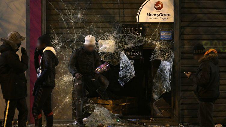 Un supermarché vandalisé à Bobigny (Seine-Saint-Denis), le 11 février 2017 (GEOFFROY VAN DER HASSELT / AFP)
