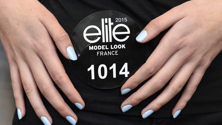 Une femme participe à un casting de l'agence de mannequins Elite, le 1er avril 2015 à La Défense (Hauts-de-Seine). (LOIC VENANCE / AFP)