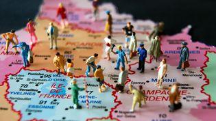 Zoom sur une carte montrant les différentes régions et photographiée le 6 juin 2014. (PHILIPPE HUGUEN / AFP)