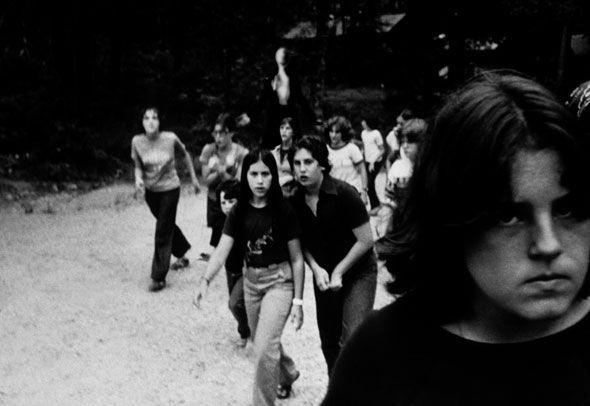 Première image connue d'une photo utilisant Slender Man (au fond, au milieu). (ERIC KNUDSEN)