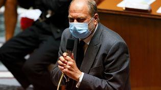 Le garde des Sceaux, Eric Dupond-Moretti, s'adresse aux députés le 1er juin 2021 à l'Assemblée nationale. (THOMAS SAMSON / AFP)