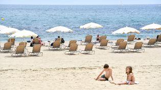 La plage deBogatell, à Barcelone (Espagne), le 6 juin 2021. (PAU BARRENA / AFP)