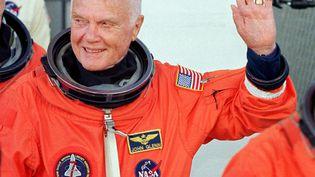 John Glenn lors de son second vol dans l'espace à l'âge de 77 ans (ROBERTO SCHMIDT / AFP)