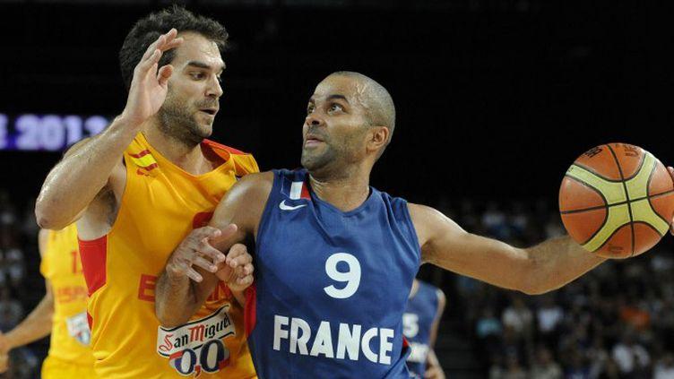 Tony Parker face à Jose Manuel Calderon (FRANCK PENNANT / AFP)