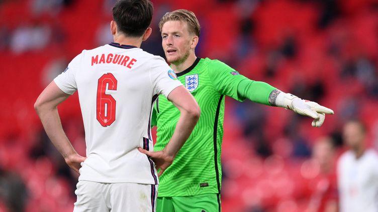 Harry Maguire et Jordan Pickford lors du matchentre l'Angleterre et la République tchèque, le 22 juin (LAURENCE GRIFFITHS / POOL)