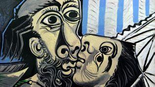 """(Détail du """"Baiser"""" de Picasso, peint en 1969. Ce thème a inspiré l'artiste à plusieurs reprises © MaxPPP)"""