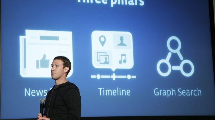 Le patron de Facebook, l'Américain Mark Zuckerberg, présente l'outil Graph Search, lors d'une conférence de presse à Menlo Park, Californie (Etats-Unis), mardi 15 janvier 2013. (STEPHEN LAM / GETTY IMAGES NORTH AMERICA / AFP)