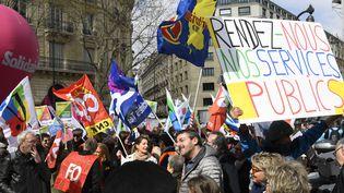 Des fonctionnaires manifestent à Paris, le 27 mars 2019. (BERTRAND GUAY / AFP)