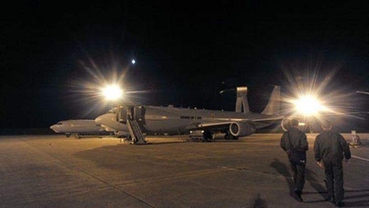 Les forces aériennes de surveillance s'apprêtent à prendre part à l'intervention de la coalition, le 23 mars 2011. (AFP - Alain Jocard)