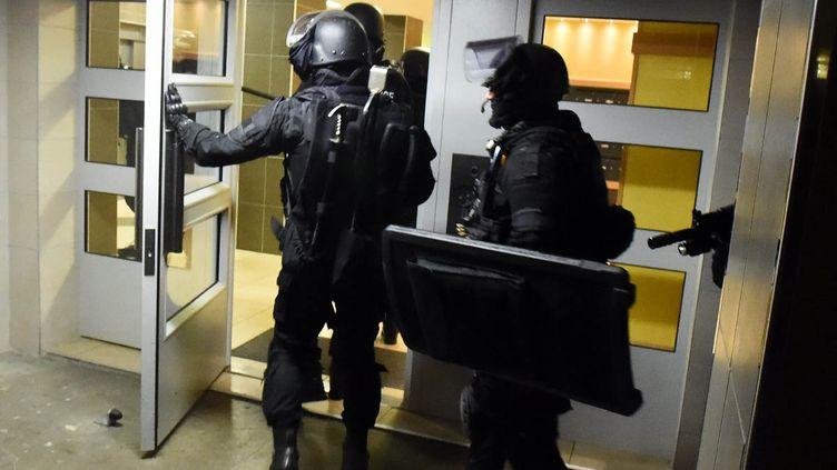 (Une intervention policière à Toulouse, trois jours après les attentats du 13 novembre 2015  © MaxPPP)