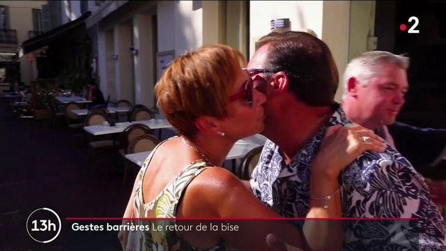 Gestes barrières : timide retour de la bise en France