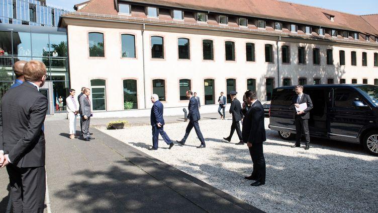 Le Premier ministre, Edouard Philippe, rend visite à des étudiants et au personnel administratif de l'Ecole nationale d'administration (Ena), le 18 mai 2018 à Strasbourg (Bas-Rhin). (DAVID BETZINGER / HANS LUCAS / AFP)