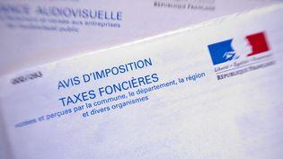 Un avis de taxe foncière. (PASCAL BOUCLIER / PHOTONONSTOP / AFP)