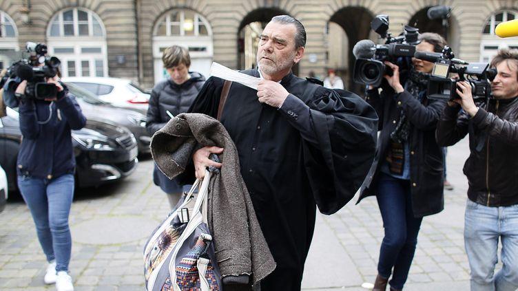 Frank Berton, l'avocat de Salah Abdeslam, le 27 avril 2016 au palais de justice de Paris. (MATTHIEU ALEXANDRE / AFP)