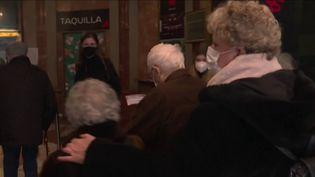Eurozapping : en Espagne, des résidents d'Ehpad retournent au théâtre (Capture d'écran franceinfo)