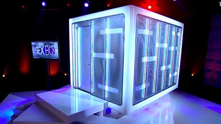 """La """"boîte à sexe"""" sur le plateau de """"Sex Box"""", émission de WE TV.  (We TV)"""