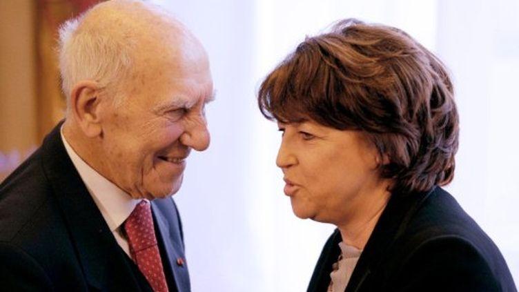 Stephan Hessel et Martine Aubry, le 10 mars 2011, à Lille. (DENIS CHARLET / AFP)