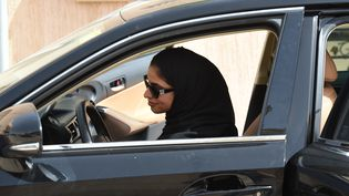 Une femme conduit une voiture en Arabie Saoudit, le 24 juin 2018. (FAYEZ NURELDINE / AFP)